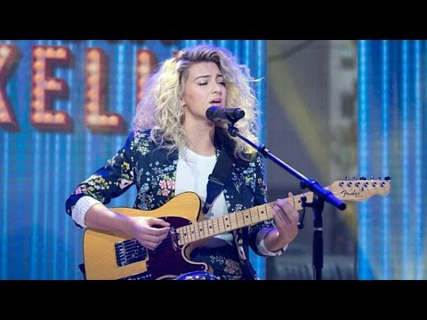 Tori Kellyperforms Don't You Worry 'Bout A Thing (Acoustic) - Today Show