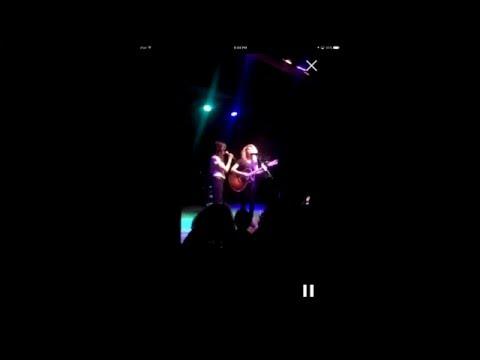 Tori Kelly & Karen Fairchild (Little Big Town) sing Girl Crush