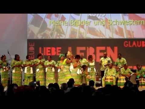 Afrikanische Aufführung am internationalen Tag im Gospel Forum Stuttgart am 14.07.2013