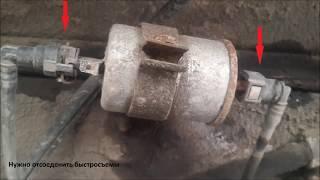 Замена топливного фильтра ВАЗ и устранение течи трубки отвода паров бензина.