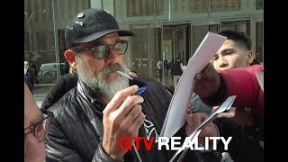 Jeffrey Dean Morgan signing autographs on GTV Reality