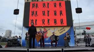 Русская музыкальная группа «Аюшка» на открытии «Безумных дней - 2018»