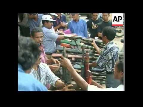 WEST TIMOR: MILITIAMEN SURRENDER WEAPONS (V) - YouTube