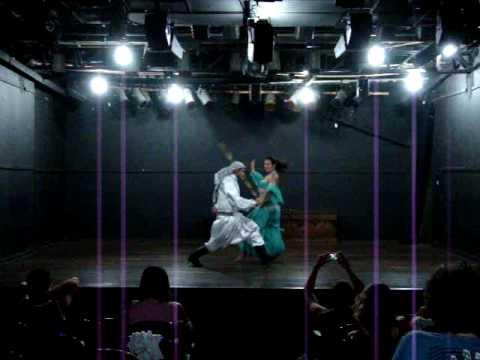 Suzy e Kamis - Dança de Bastão