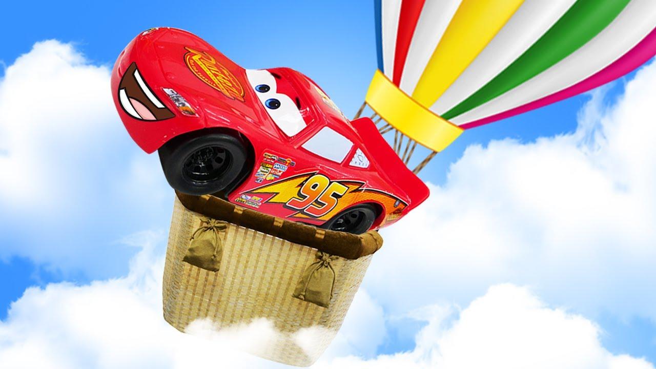 McQueen se va volando en un globo aerostático. La nueva carrera. Coches de juguete