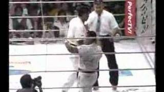 2 karate legends square off in PRIDE 6 White: Nobuaki Kakuda (Seido...