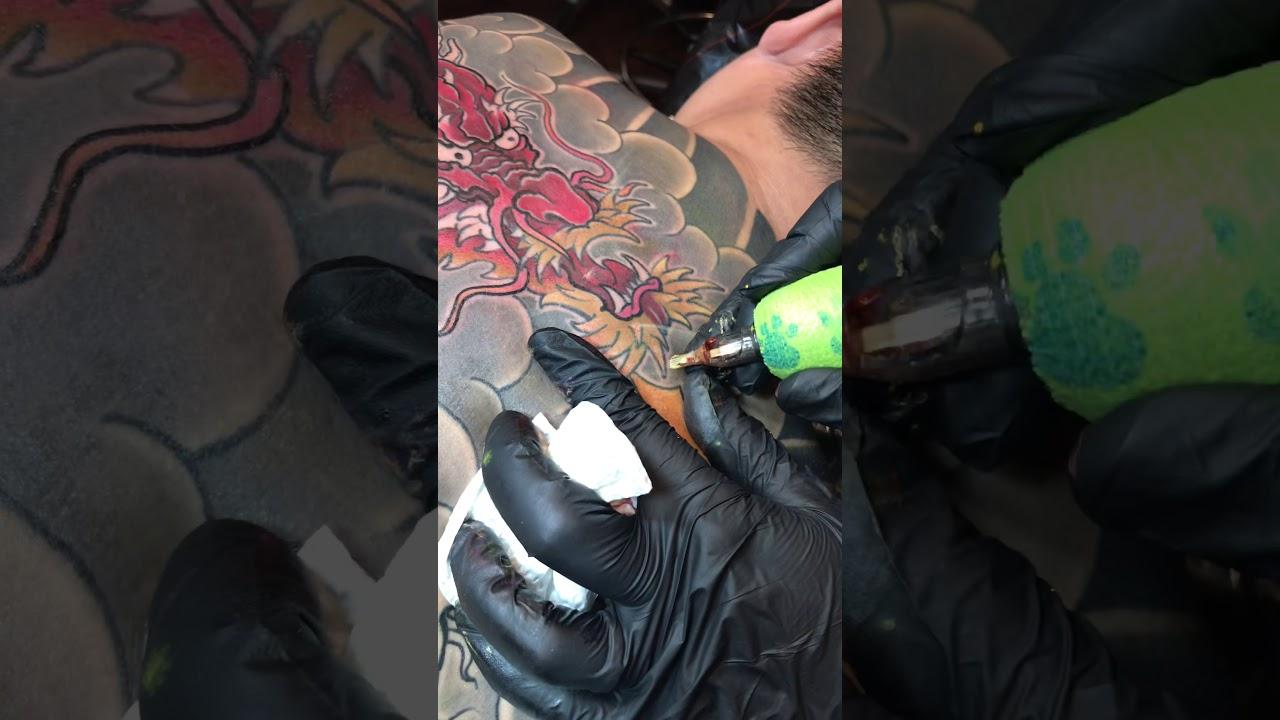 Kỉ thuật xăm đầu cá chép hoá rồng TOMAKIET TATTOO   Tổng quát các thông tin về tattoo ca chep hoa rong chính xác nhất
