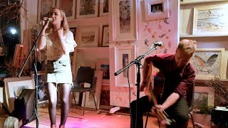 Banffshire bothy ballad 'Pit Gair' performed by Iona Fyfe & Jack Badcock in Braemar 2019