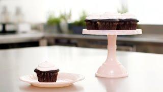 3 рецепта шоколадных кексов с жидкой начинкой. Шоколадный фондан видеорецепт.(Подписывайтесь на канал и смотрите ещё больльше простых быстрых рецептов и рецептов на каждый день. Следи..., 2015-09-23T23:58:47.000Z)