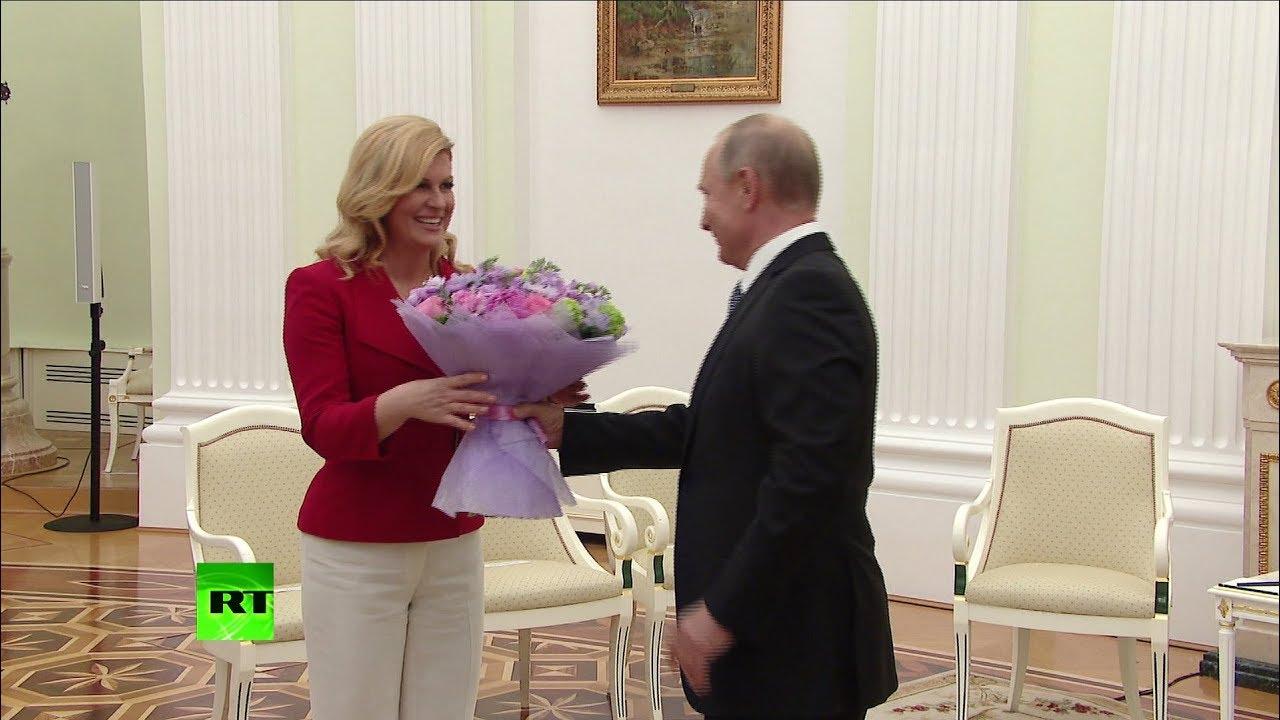Путин подарил цветы президенту Хорватии на встрече в Кремле