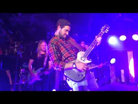 """Duncan Keith Relief Blackhawks karaoke to """"say my name"""" with Dustin lynch"""