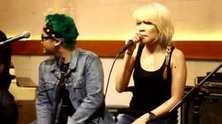 Band New Eyes - Bangkit Dan Berlari (Acoustic) Live at Butchers Bill, Bandung 20/12/14
