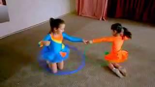 Очень интересный, необычный элемент для танцев с вращением обруча.