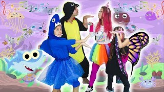 BABY SHARK DANCE E SUPER MALOUCOS EM COMPETIÇÃO DE DANÇA ( Nursery Rhymes & Kids Songs )