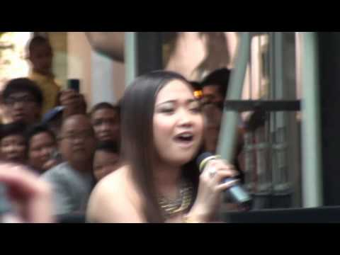 Charice Toronto Eaton Centre - Part 1 of 3  (HD Quality)