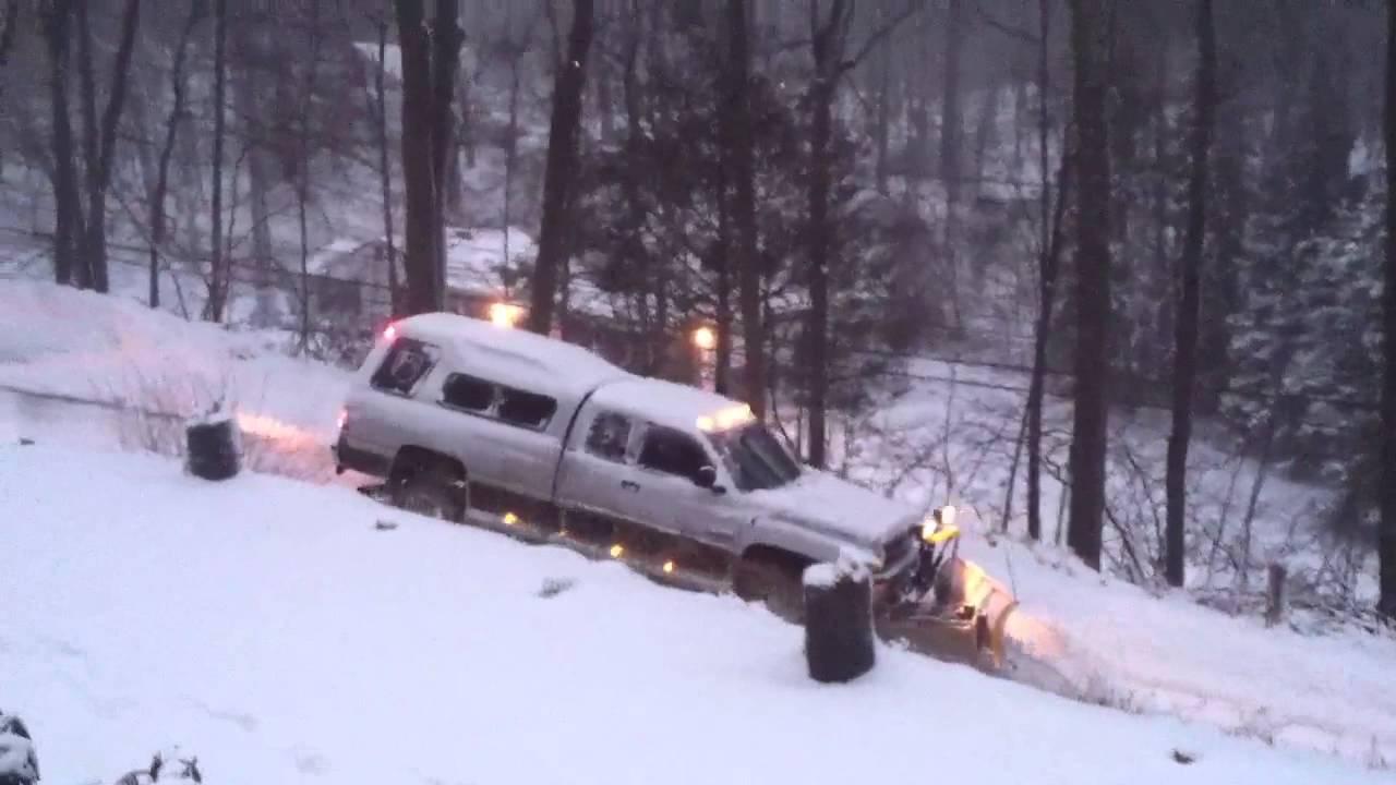 Cummins Diesel Trucks >> Dodge ram 2500 cummins plowing - YouTube