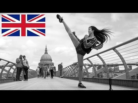 Black & White Street Photography In London - The Wandering Photographer