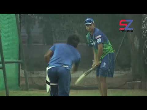Sanju Samson getting tips from Rahul Dravid