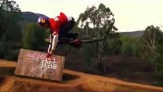Спорт  Видео про трюки на велосипеде(, 2011-04-20T22:43:56.000Z)