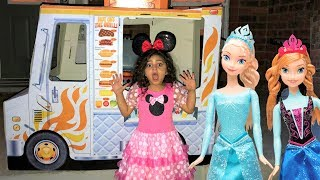 Sally pretend play selling food to FROZEN ELSA and ANNA from food truck