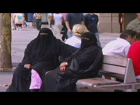 2010: French Senate passes burqa ban