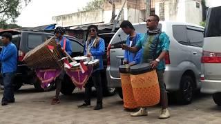 Musisi Jalanan Kharisma Angklung   Secangkir Kopi