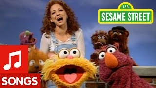 Sesame Street: Hola Gloria! (Song)