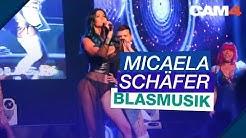 Micaela Schäfer geht auf die Knie - Blasmusik live auf der Venus