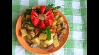 Картофель тушеный с грибами и овощами в мультиварке