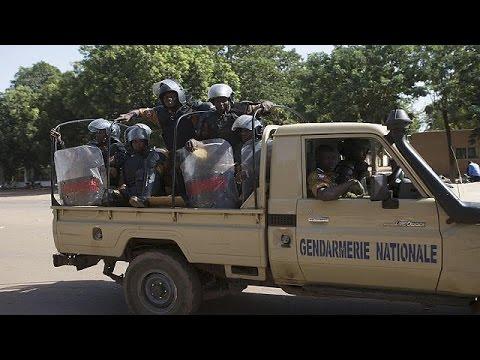 Burkina Faso: figyelmeztető lövésekkel oszlatták a tüntetőket