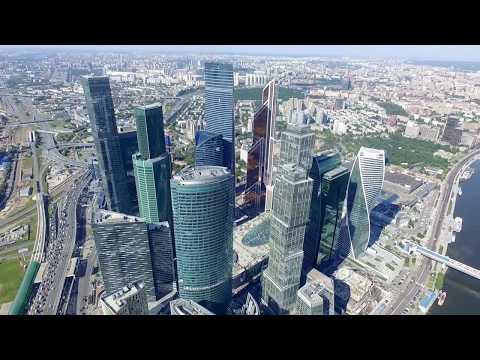 квадрокоптер пролетел вокруг Москва-Сити