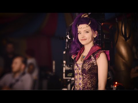 "Dove Cameron ""Genie In A Bottle"" - Total Access 