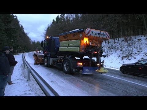 09.12.2017 (HO) Blitzeis in Oberfranken: Da rutscht selbst der Winterdienst