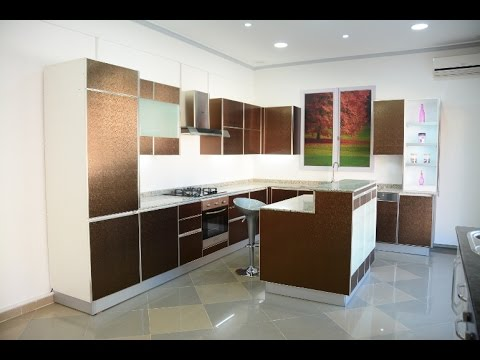 cuisine ultra moderne avec lot central taupe youtube. Black Bedroom Furniture Sets. Home Design Ideas