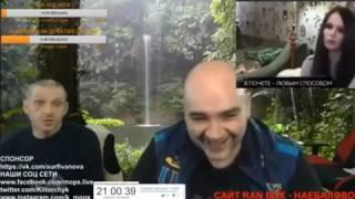 Мопс смотрит Диму транса которий сидит