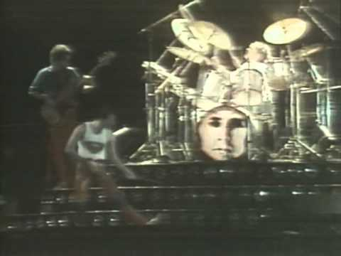 Queen - 09 Flash Gordon - 1 Flash - The Hero (Live At Morumbi Stadium, 1981) 2011 Remaster