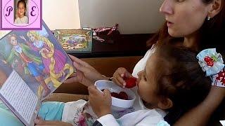 """Читаем сказку """"Рампунцель"""",""""Госпожа Метелица"""",""""Храбрый портняжка"""",""""Белоснежка"""". Видео для детей."""