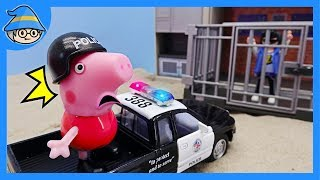 Peppa Pig and police station toy story. Become a police officer. Keep the prison.