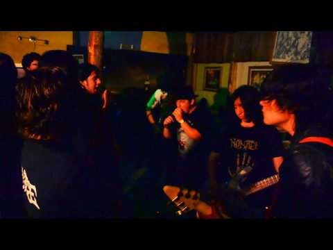 Nomade -  The Invisible Guest (Coyotes Bar)  Tema
