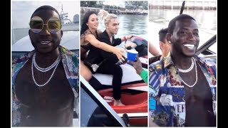 Download lagu Lil Pump Pulls Up On Gucci Mane s Yacht While Riding Jet Ski MP3
