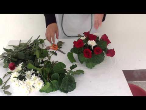 การจัดดอกไม้ทรงกลม โดยอาจารย์โสภี  ทองโรจน์