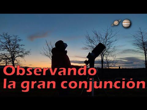 Observando la conjunción de Júpiter y Saturno con telescopio.