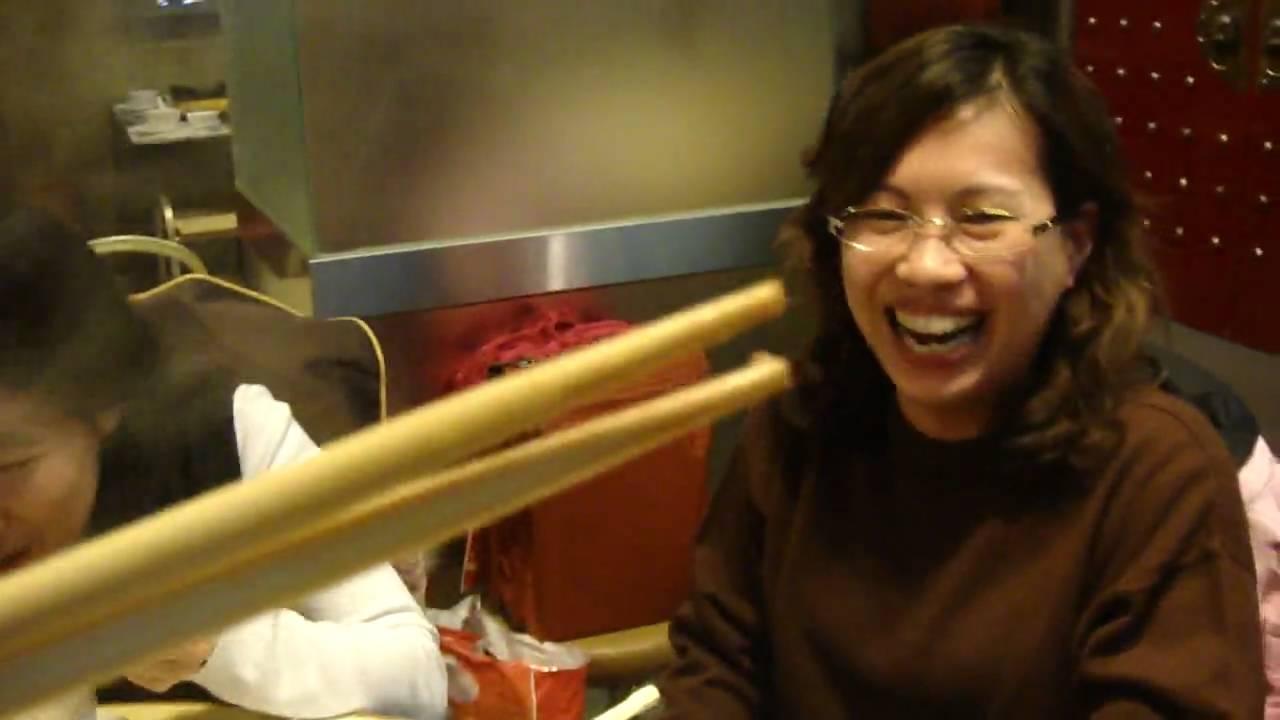 【囍。饗宴】香港-有骨氣火鍋 - YouTube