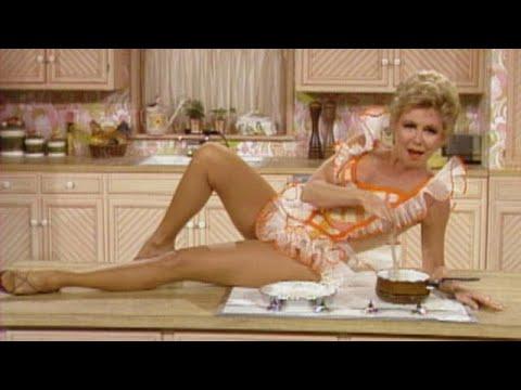 Mitzi Gaynor kicks it up in the kitchen!
