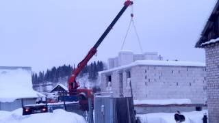 Завозим газобетон на стройку(Разгрузка кран-борта на перекрытие первого этажа., 2014-02-16T06:31:32.000Z)
