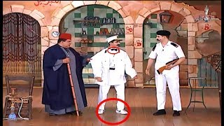أكتر مشهد مضحك من مسرحية حكيم عيون .. احمد حلمي حرفياً هيموتك ضحك وهو بيفتش القهوة😂😂