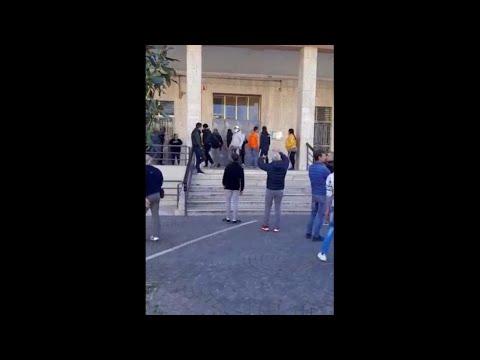 Coronavirus, nel Foggiano assalto al Municipio: 'Dateci i buoni spesa'