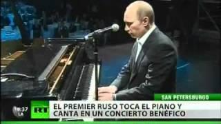 Putin canta y toca el piano en compañía de estrellas mundiales de cine