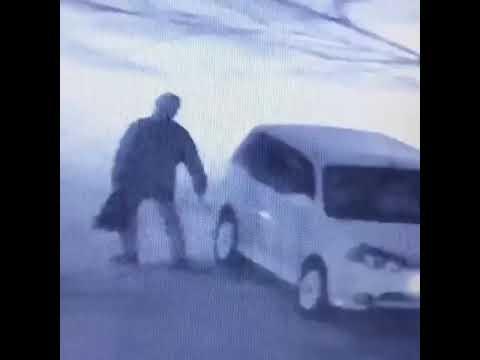 Пенсионер из Приморья выбрал нестандартный способ борьбы с нарушителями правил парковки