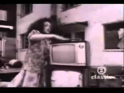 Bob Marley - Three Little Birds (official music video)